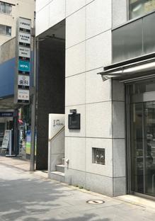 三原堂本店ビル入口